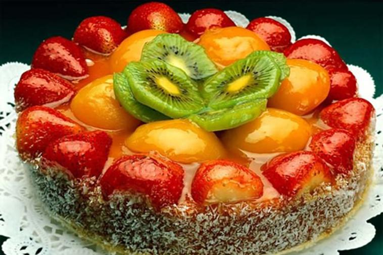 Bánh ngọt hoa quả tươi